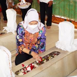 Jaga Tradisi Peringatan Ulang Tahun, Wali Kota Batu Nyekar Makam Leluhur