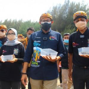 Sandiaga Uno Dorong Optimalisasi Konservasi Penyu di Pantai Serang Blitar