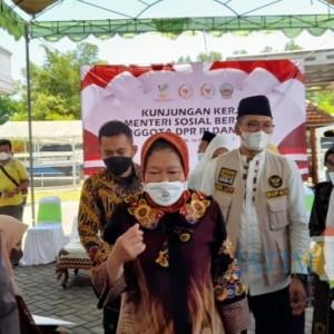 Pantau Vaksinasi Masal di Bangkalan, Risma Mengaku Dapat Tugas dari Jokowi