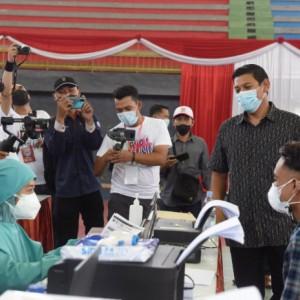 Tinjau Vaksinasi Masal, Wali Kota Kediri: Target Vaksinasi Bisa Tercapai dengan Kolaborasi