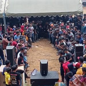 """Ratusan Warga Padati Kontes """"Nguntir Bareng"""" Sound System di Kendal Ngawi"""
