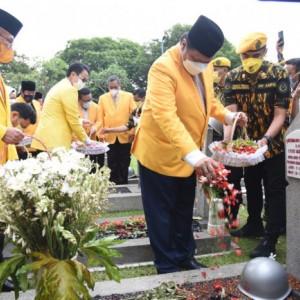 Ziarah Makan Pahlawan Kalibata, Airlangga Hartarto Ajak Kader Mengenang Jasa Pahlawan