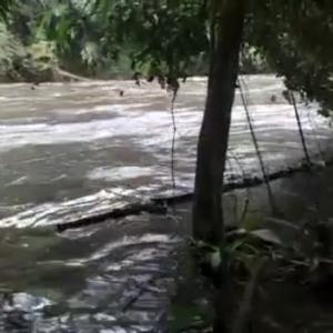 Tak Sadar Air Meluap, Pemancing Terseret Arus Sungai Brantas