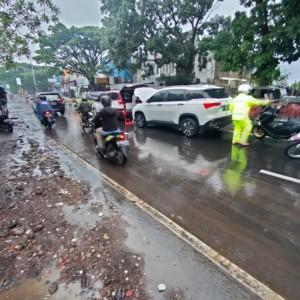 Mobil Listrik Ikutan Mogok saat Hujan Deras Melanda Kota Malang