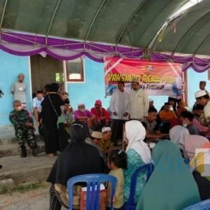 Ratusan Santri Ponpes Al-Bustan Bersama Warga Ikuti Vaksinasi