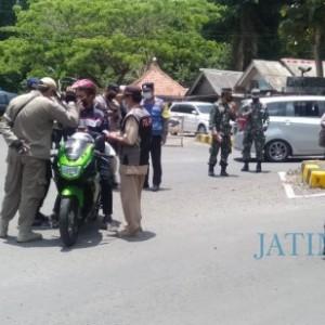 Operasi Yustisi di JLS, Petugas Tertibkan Pengunjung yang Nekat Masuk Tempat Wisata