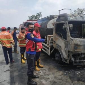 Truk Bermuatan BBM Terbakar di Tol Pandaan-Malang