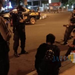 Jember Bertahan di Level 3, Polisi Gencar Bubarkan Kerumunan Warga