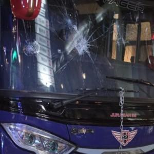 Pelemparan Bus Arema FC Diduga Bonek, Manajemen Persebaya Minta Maaf