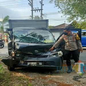Terguling di Jalan Raya Sumbergempol Tulungagung, Pikap Box Asal Malang Ini Lukai Dua Penumpangnya