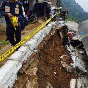Hujan Deras Beberapa Jam, Tanah Longsor Timpa Rumah Warga Kota Batu