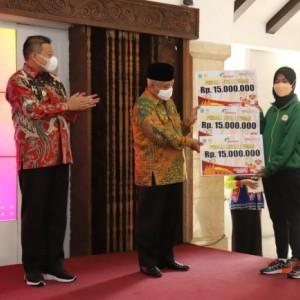 Bupati Malang Sanusi Beri Penghargaan Atlet Peraih Medali di PON XX Papua
