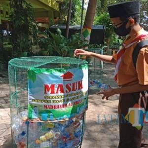 Mengintip Sedekah Sampah ala Santri Jombang