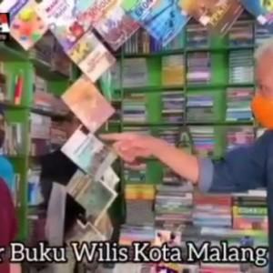 Gubernur Jateng Ganjar Pranowo Sapa Pedagang Buku Wilis dan Sebut Malang saat Ini Panas
