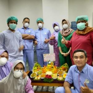 Peringatan Hari Dokter Nasional, Gubernur Jatim Kirim Tumpeng ke Sejumlah RS