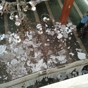 Sambaran Petir Sebabkan Atap Masjid Al-Barokah Malang Ambrol, Dua Jamaah Luka