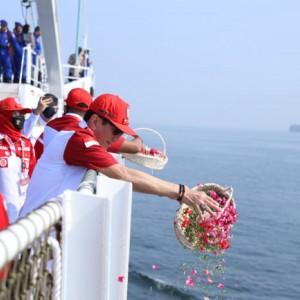 Kenang Jasa Pahlawan, Kemenkumham Tabur Bunga di Teluk Jakarta