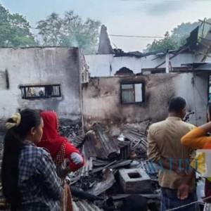 Karena Korsleting Listrik, Satu Rumah Di Wotgalih Habis Dilalap Api
