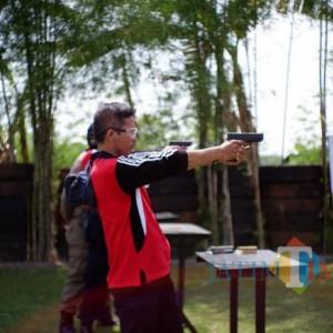 38 Petugas Lapas Bojonegoro Latihan Menembak dengan Brimob