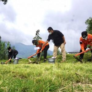 60 Persen Rawan Longsor, Desa Sumber Brantas Tanam 1.450 Pohon