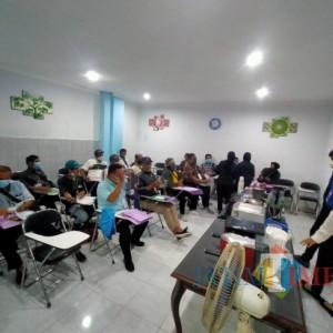 Tanamkan Jiwa Wirausaha, Disnaker-PMPTSP Kota Malang Latih Buruh Pabrik Rokok Keterampilan Barista